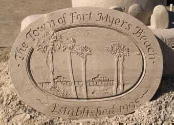 Scultura sulla spiaggia di Town Emblem a Fort Myers